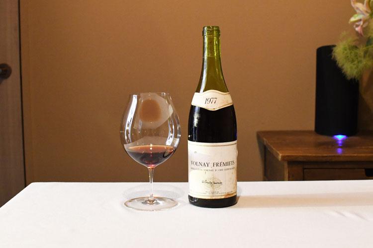ヴィンテージワインは、グラスに入れる量は少なめ