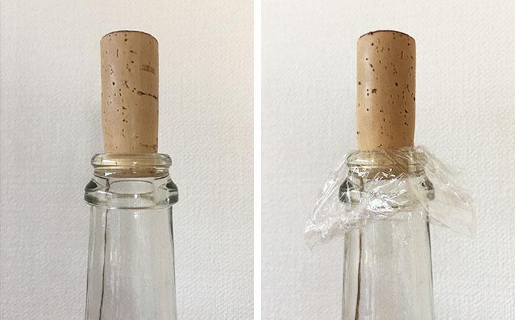ボトルとコルクの間にサランラップを挟んで栓をする