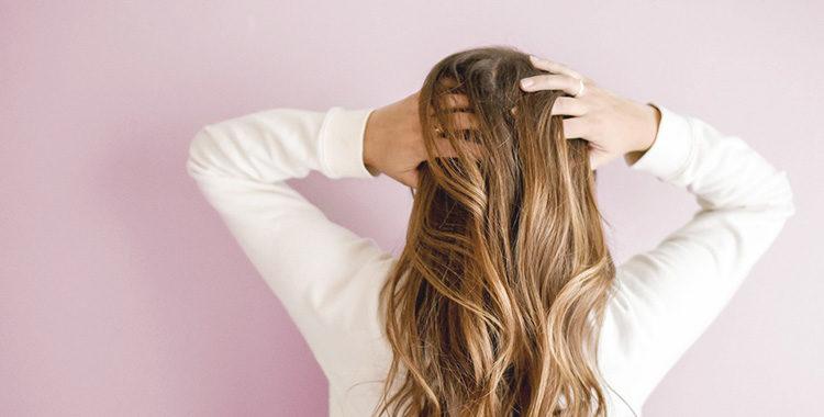 何気なくやってしまいがちな、くせ毛を悪化させるヘアケアをおさらいしましょう