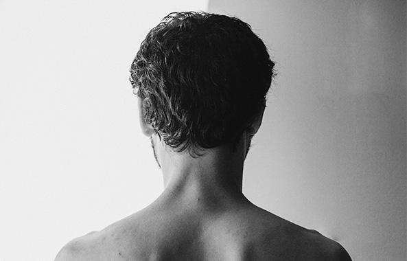 男性ならではのくせ毛悩みについて、美容師さんにうかがいました
